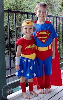 Fantasia Infantil de SuperMan e Mulher Maravilha
