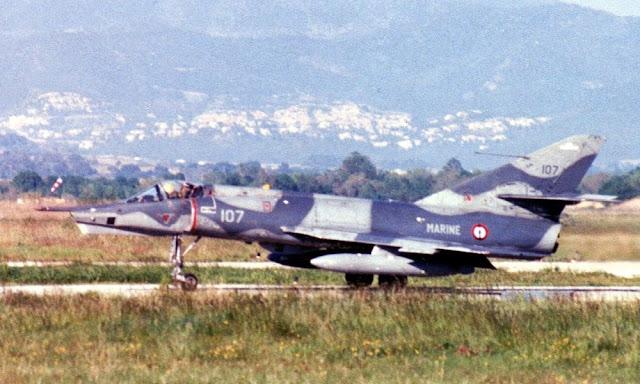 Dassault étendard IV P 107