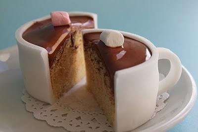 Cupcake no formato de xícara de chocolate quente