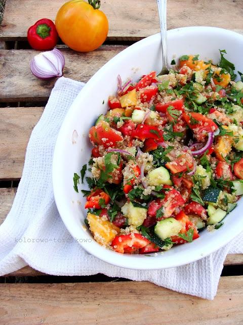 Sałatka pomidorowa z quinoa ( komosą ryżową )