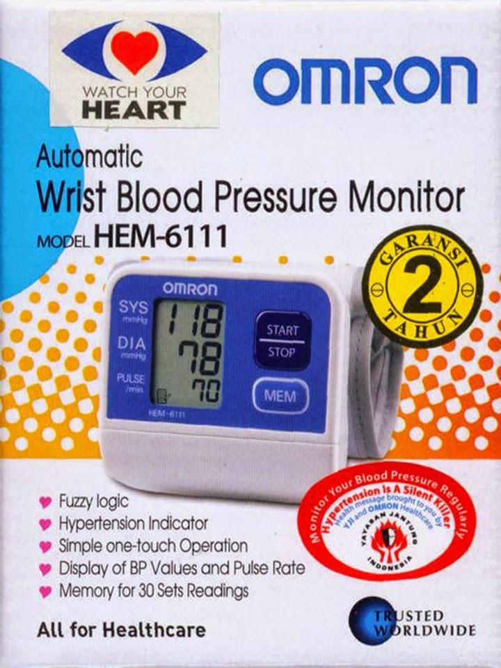 Omron HEM-6111 Alat Ukur Tekanan Darah Model Jam Tangan