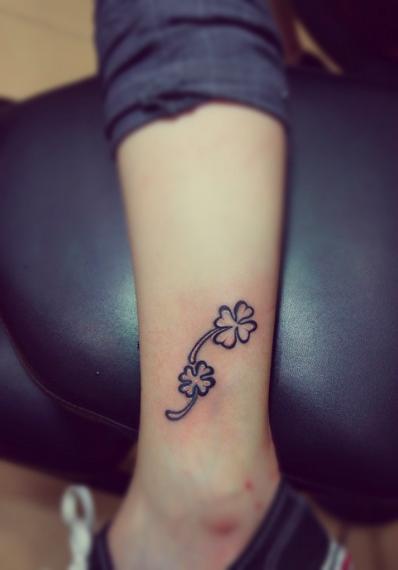 little flowers tattoo on the leg