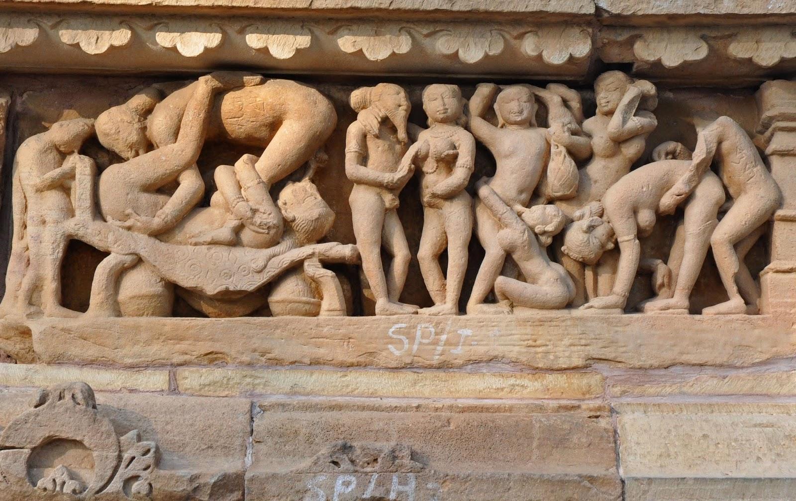 indiyskiy-hram-s-eroticheskoy-skulpturoy-foto