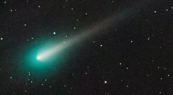 Inilah Foto komet ISON Bersinar Hijau di Langit