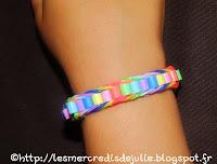 http://lesmercredisdejulie.blogspot.fr/2014/06/kit-loom-bracelet-chevrons-avec-perles.html