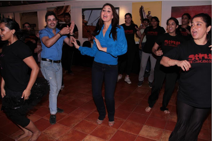 kareen kapoor dancing at strut dance academy event mumbai hot images