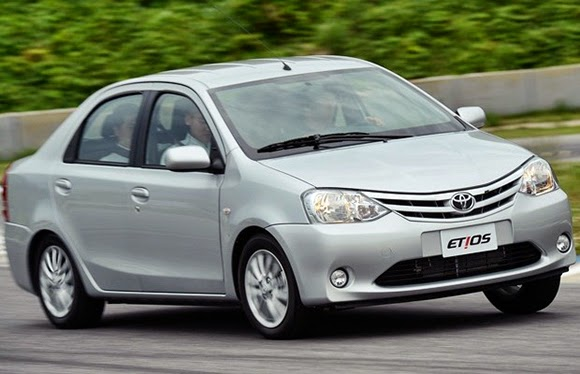 Novo Toyota Etios sedan fotos