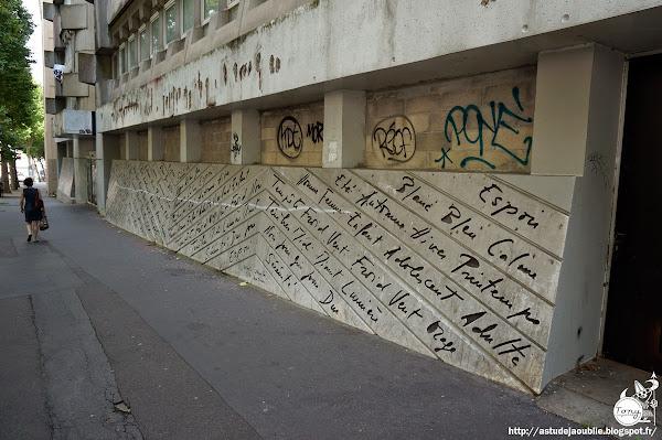 Paris 19ème - Direction des Affaires Sanitaires et Sociales de Paris, Rue Mouzaïa  Architectes: Claude Parent, André Rémondet  Mur de façade: Catherine Val (Catherine Valogne)  Construction: 1974