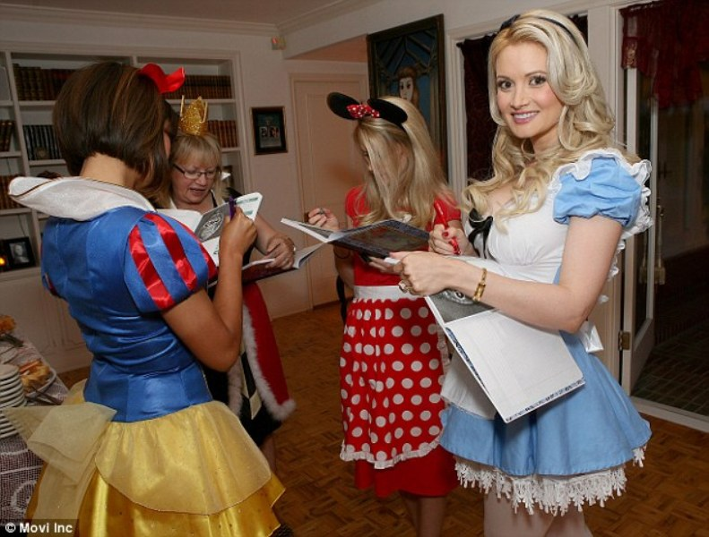 Holly Madison S Disney Themed Bridal Shower This Fairy