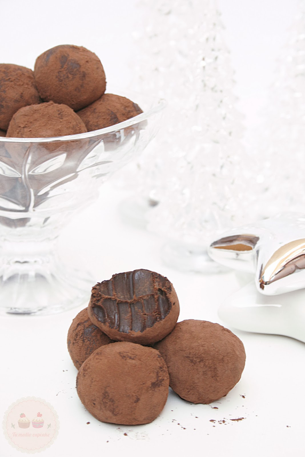 http://www.tumediocupcake.blogspot.com.es/2013/12/receta-trufas-de-chocolate-rapida-y-facil.html