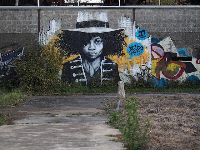 Graff sur un bâtiment des Amis du transformateur, à Saint-Nicolas de Redon. Octobre 2015