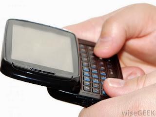 Ilustrasi SMS (foto WiseGeek)