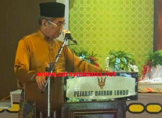 Rakyat Ditegah Pakai Pakaian Tertera Tulisan Ayat Al Quran