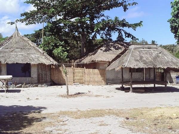 perkampungan penduduk di sekitar pantai selong belanak lombok