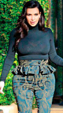 kim kardashian con caderas grandes
