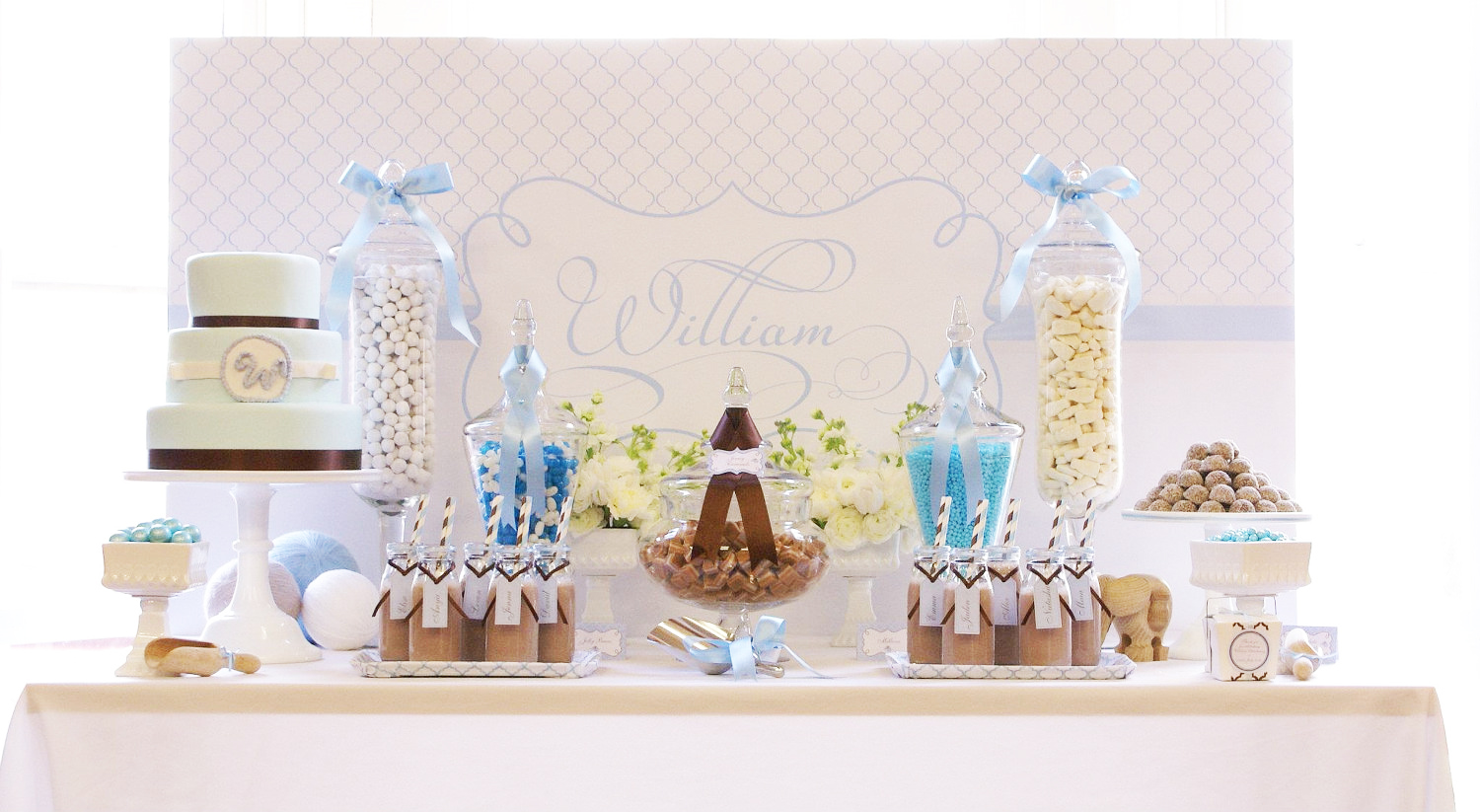 Photo centerpieces for christening tables images best for Baby christening decoration