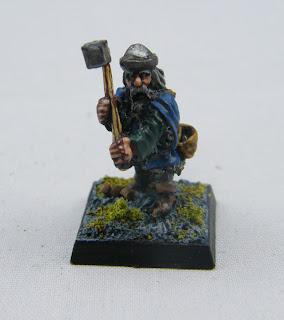 FA15 (P3) Dwarf w/ two handed Hammer - 1980