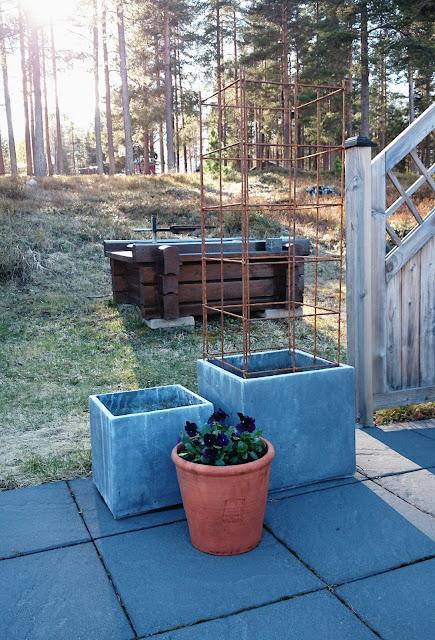 Armeringsställning i trädgården