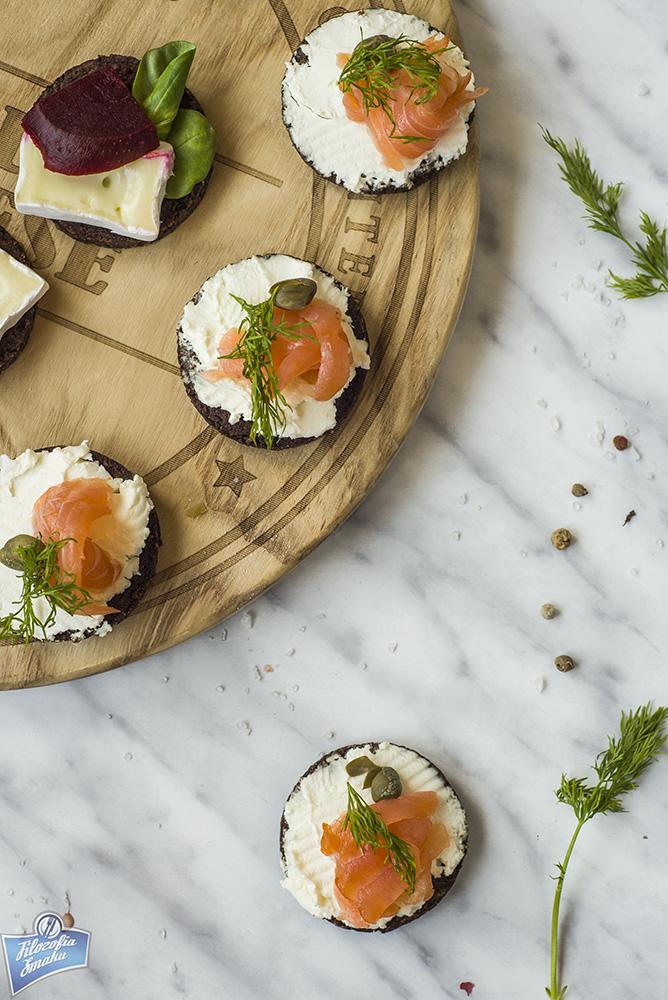 Tartinki z łososiem