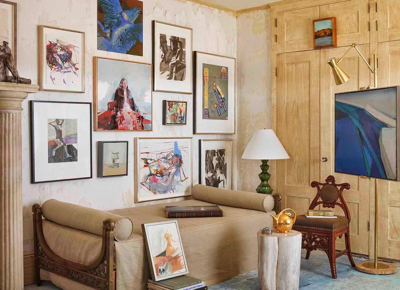 Boiserie c un monolocale arredato come una galleria d 39 arte for Studio arredato