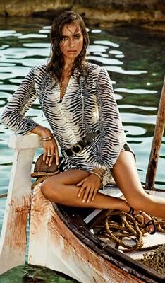camisa com estampa de zebra C&A e Roberto Cavalli