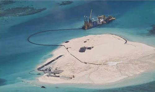 Trung Quốc cải tạo đất phi pháp trên bãi Gạc Ma, quần đảo Trường Sa, thuộc chủ quyền Việt Nam. Ảnh: Inquirer
