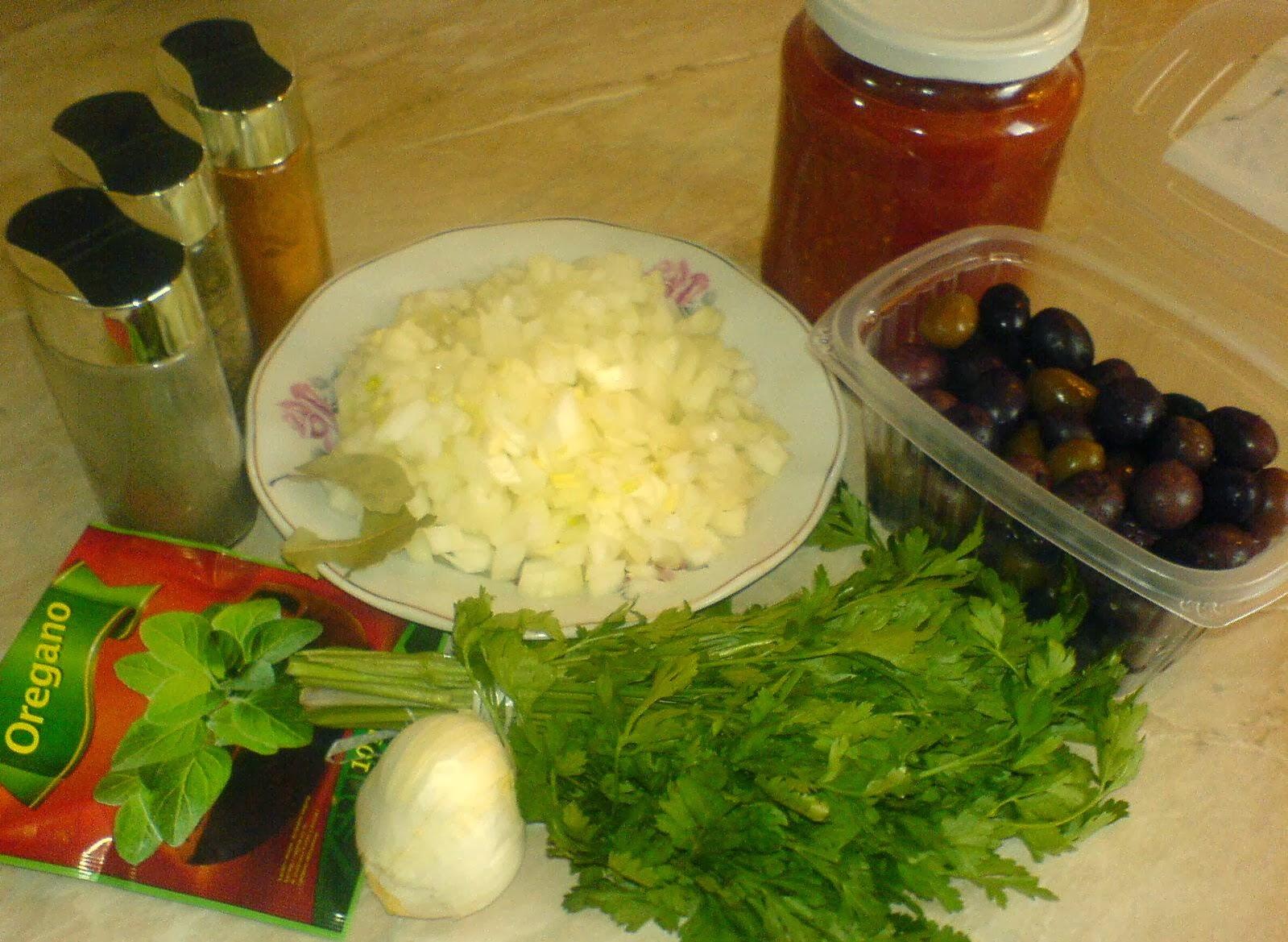 ingrediente macrou la cuptor cu masline, retete de peste, cum se prepara pestele la cuptor cu rosii si masline, cum se prepara macroul la cuptor cu masline, cum gatim macrou la cuptor, cum gatim peste la cuptor, retete de mancare cu peste,