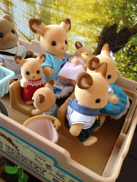 Sylvanian Families Bus Buckley Red Deer Family
