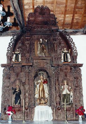 Retablo de la Virgen del Carmen en la Iglesia de Santiago de Abres, abril de 1996