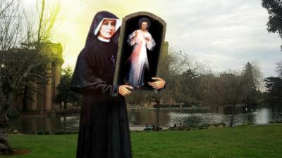 cuadro de la divina misericordia en brazos de una santa