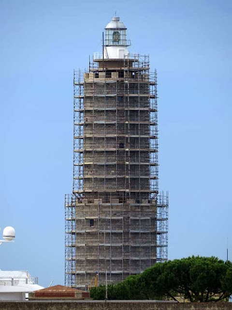Fanale dei Pisani, Pisans' lighthouse encased in scaffolding, port of Livorno