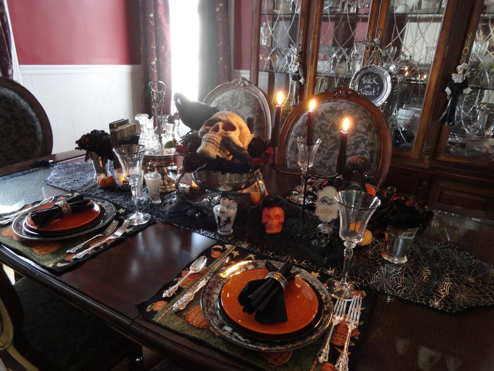 Le Beau Paon Victorien Halloween Tablescape No 2