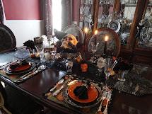 Le Beau Paon Victorien Halloween Tablescape .2