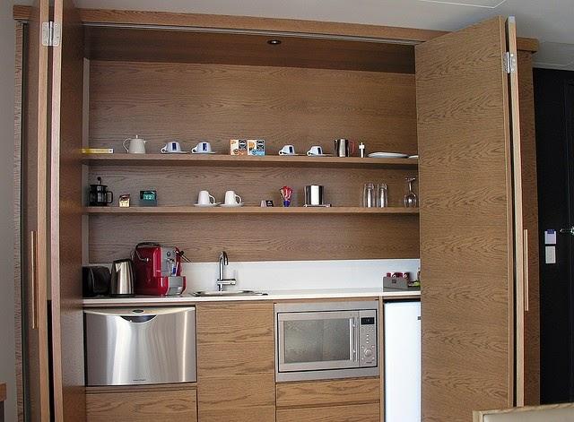 Dise os de cocinas dentro de un armario - Alicatar cocina detras muebles ...
