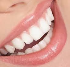 وصفات سهلة وسريعة لتبييض الأسنان