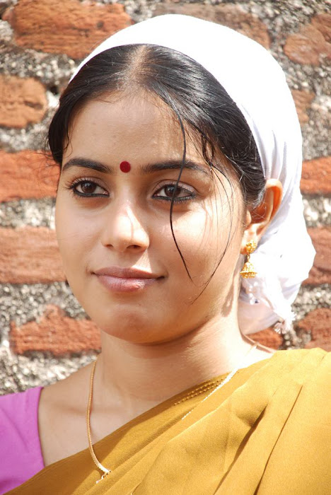 poorna in half saree photo gallery