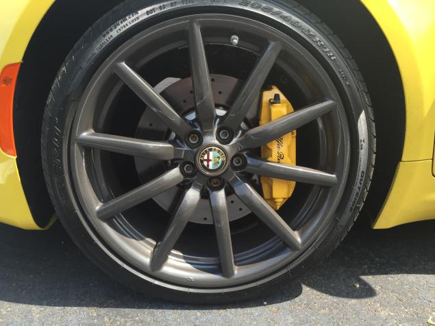 2016 New  Alfa Romeo 4C Spider Test Drive wheels view