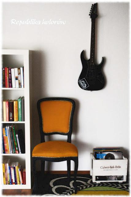 gitara na ścianie
