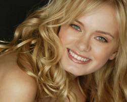 Sara Paxton Pictures
