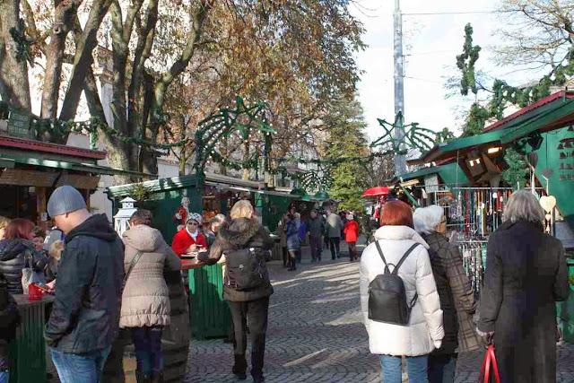 Klein und heimelig: der Weihnachtsmarkt am Mirabell-Platz in Salzburg © Copyright Monika Fuchs, TravelWorldOnline