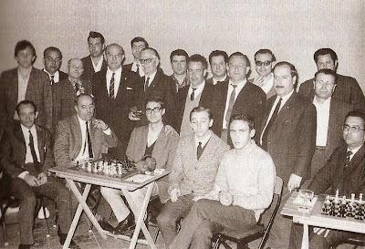 Homenje del Club ajedrez Barcelona al periodista Josep Roca García en 1969