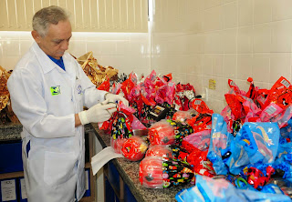 Operação 'Páscoa Feliz' identifica produtos com irregularidades em estabelecimento comercial na zona leste da capital