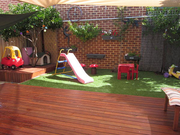 Backyard landscaping ideas for kids playground design ideas for Small backyard ideas for kids