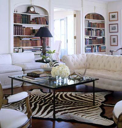 Monday musings zebra hide design chic design chic for Living room ideas with zebra rug