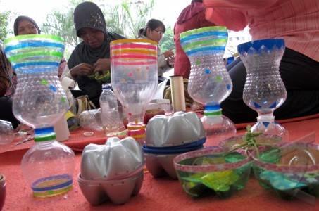 Membuat Kreasi Dari Botol Bekas