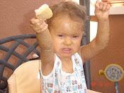 Roiendo pan con mis primeros dientes