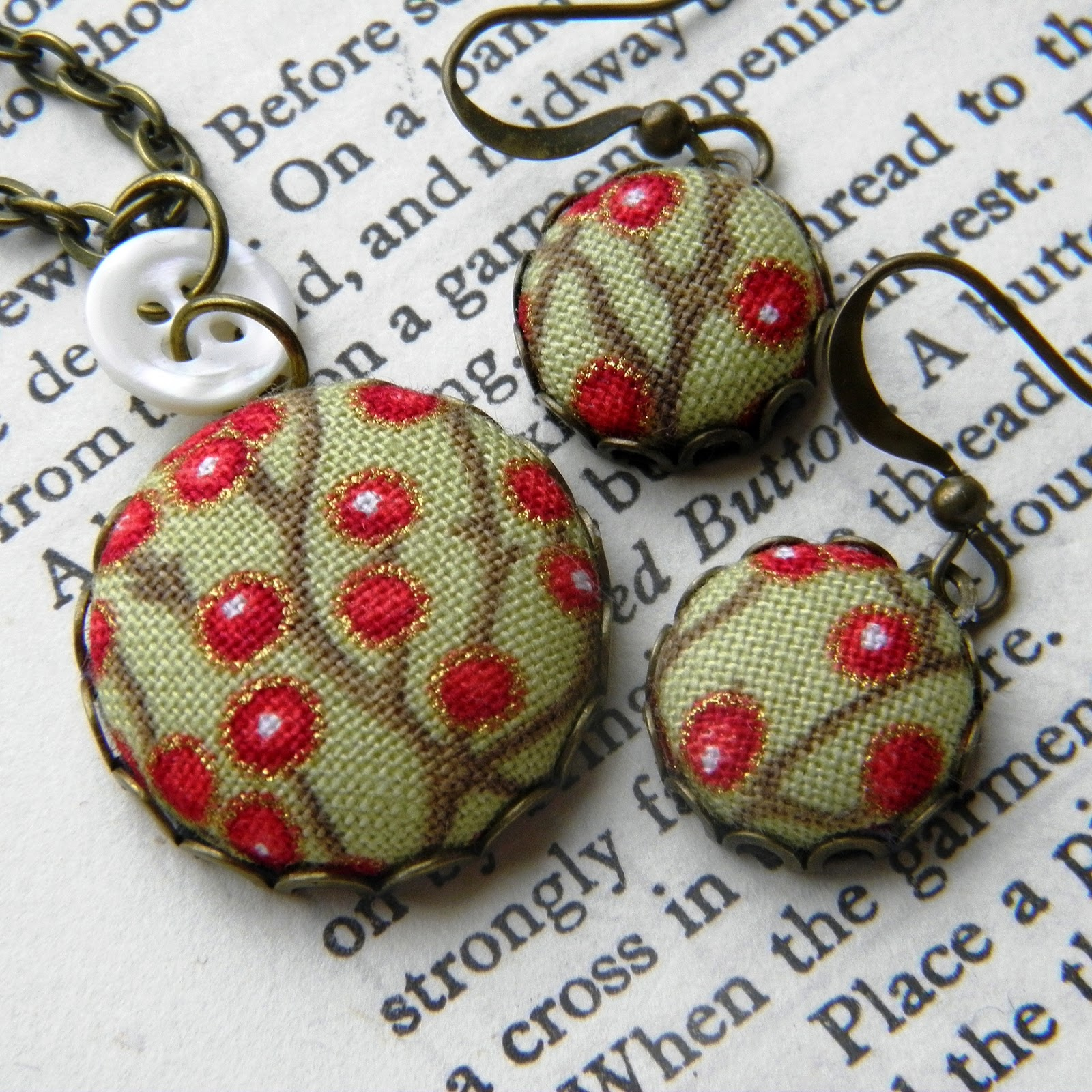 how to make a button necklace instructions