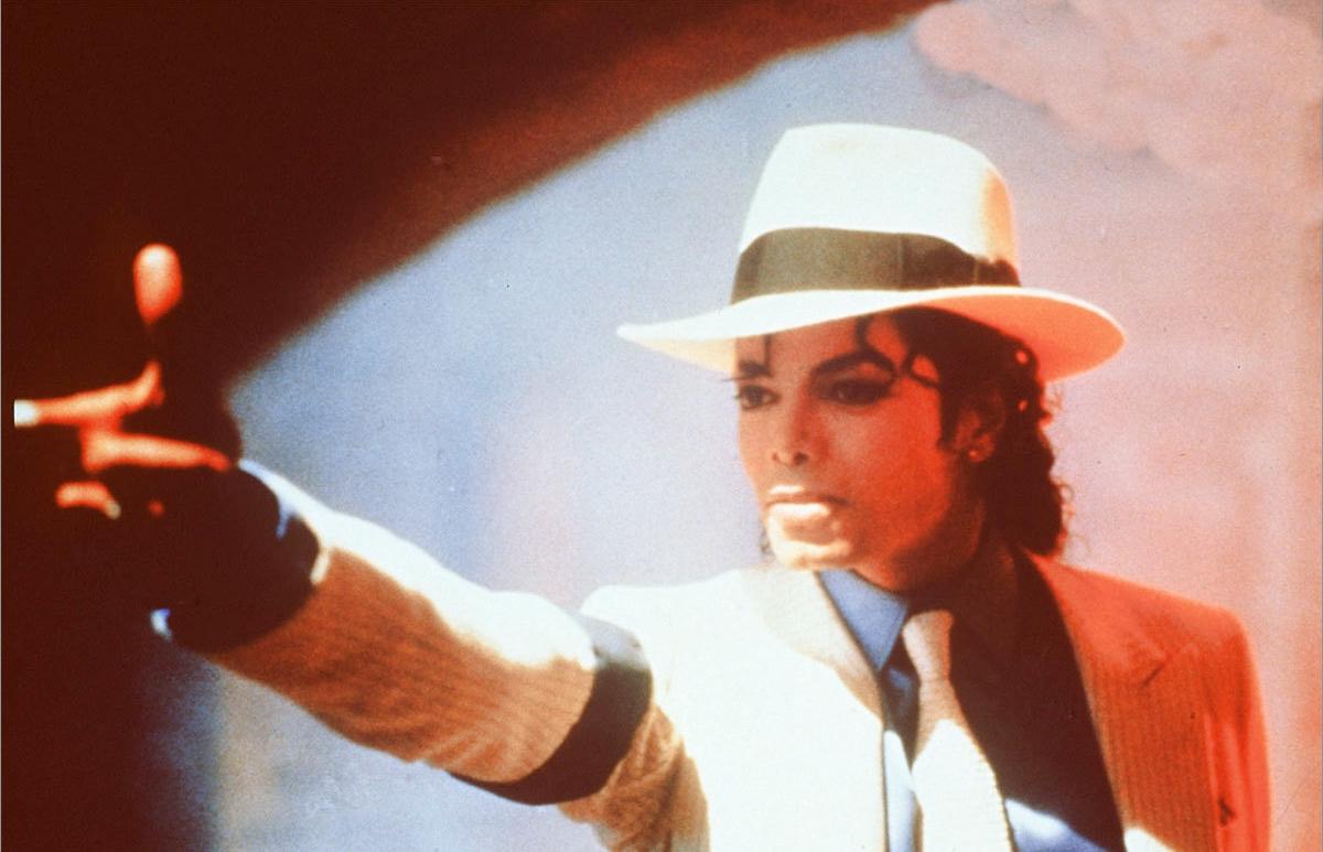 http://2.bp.blogspot.com/-WgRIQd-3QTo/TyTDOZIS8fI/AAAAAAAABcM/__0hmGewIoI/s1600/Smooth-Criminal-michael-jackson-7301965-1200-793.jpg