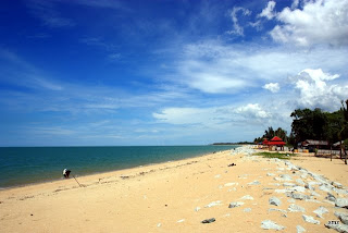 Pantai Cahaya Bulan (Moonlight Beach)