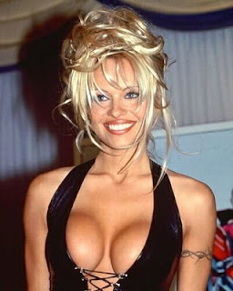 Anuncio de Pamela Anderson proibido em Inglaterra (video)